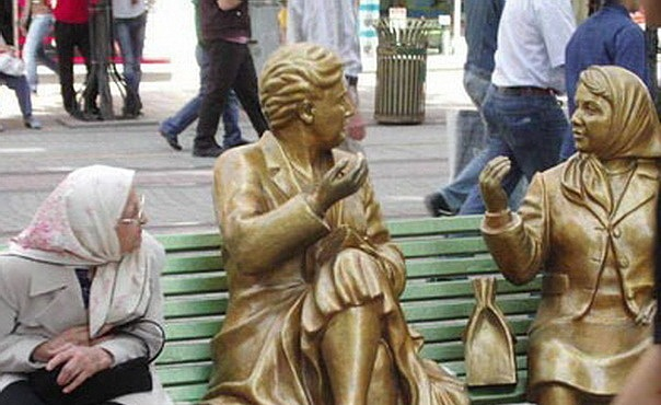 Image:Gold statues people.jpg