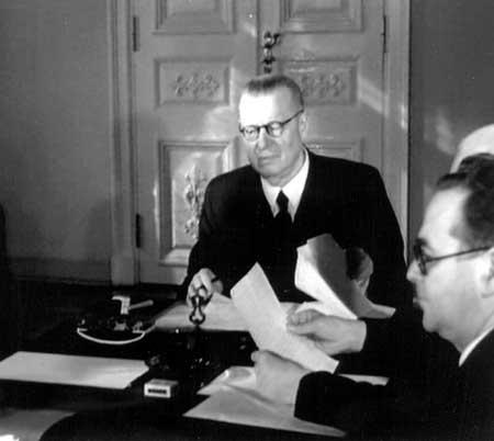 Tiedosto:Paasikivi 1948.jpg