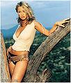 Hannah spearritt 2002-04 fhm calcinha preta cinto marrom blusa branca.jpg