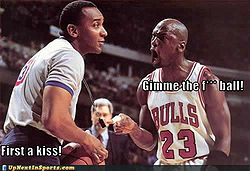 Sports-pictures-michael-jordan-ball-kiss.jpg