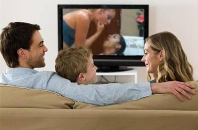 Ficheiro:Televisión coa familia.jpg