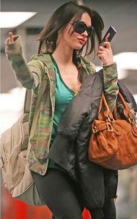 Megan Fox dedo.jpg