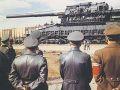 Adolf Hitler vendo o canón Dora.jpg