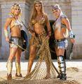 Britney Beyonce e Pink gladiadoras.jpg