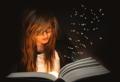 Rapaza lendo libro.png