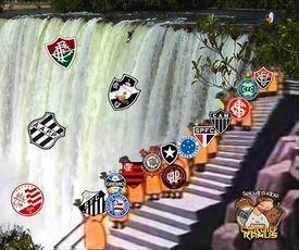 Rebaixamento da Serie A brasileira nas cataratas en 2013.jpg