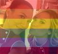 Demi Lovato e a súa moza celebratepride.png