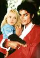 Michael Jackson e a súa mona.png