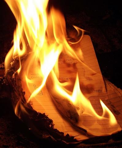Bestand:Burning paper.jpg