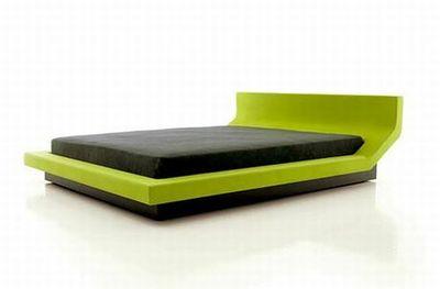 Een luxueus groen bed.