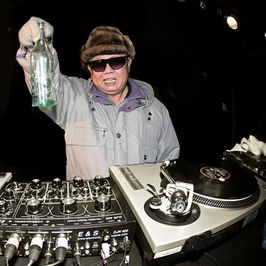 Kim-jong-il-dropping-the-bass4.jpg