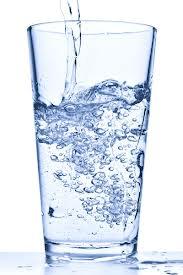 Drikke varmt vann