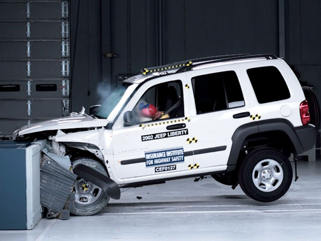 Arquivo:154 0709 04 z+jeep industry news dispatch+jeep crash test.jpg