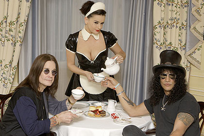 Arquivo:Chá com bolachas Ozzy e Slash.jpg