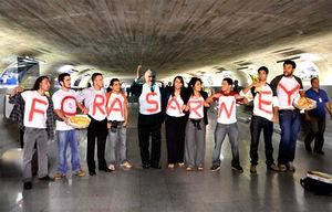 Movimento pró renúncia de Sarney da Presidencia do Senado, que já mobilizou pelomenos mais de 10 pessoasem Brasília, umas 50 no resto do pais (São Paulo, SP) e outros tantos famosos: Marcelo Tas, Marcos Mion, etc...