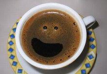 Uma xícara de café alegre.