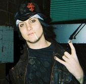 Synyster-Gates-avenged-sevenfold-23371495-409-400.jpg