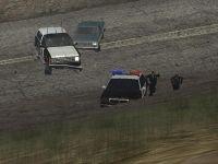 Policiais praticando cooper em dia chuvoso
