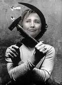 Hilary comunista.jpg
