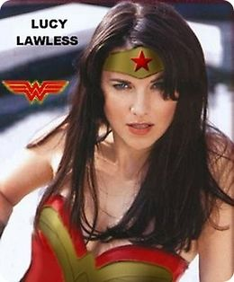 Lucy lawless mulher maravilha cosplay.jpg