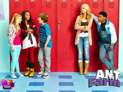 Alunos do Programa de Talentos prestes a trepar brigar com os alunos do colegial