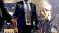 Lloris levantando a taça pela França.png