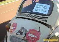 Um pobre,vendendo seu fiel carro em bom estado por uma graninha necessária.
