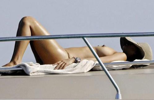 Bia Antony Topless.jpg