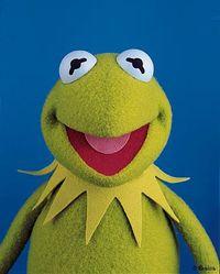 Kermit saatuaan työn Opelin mainosmannekiinina.