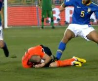 Felipe Melo pisando no Robben.jpg